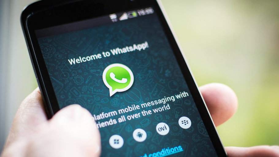 Advantages and disadvantages of using WhatsApp in mass media